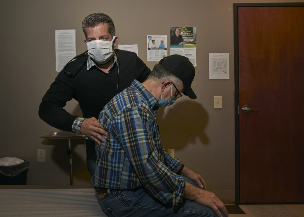 Dr. Dino Beckett sees patient Darryl James at the Wlliamson Health and Wellness Center. Photo: Stacy Kranitz/100 Days in Appalachia