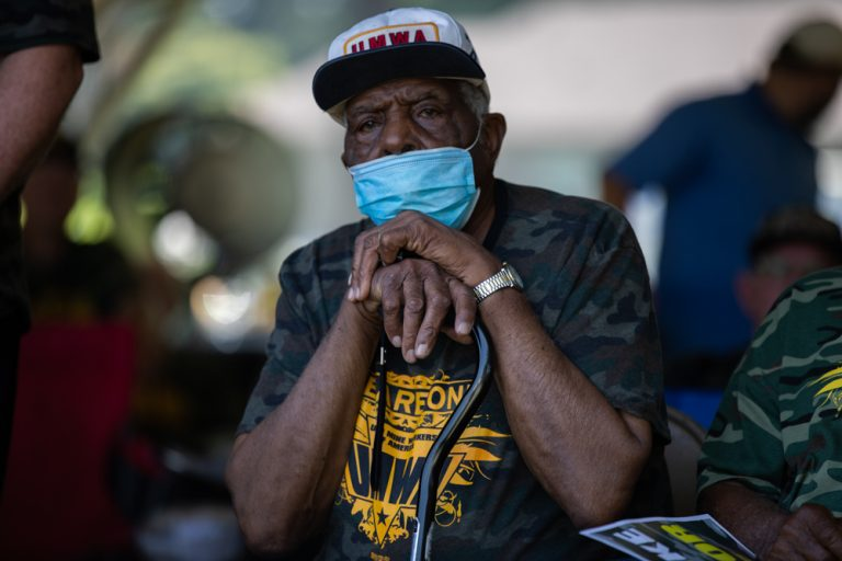 A retired member of UMWA listens intently to speakers rallying crowd support Brookwood, Alabama, Wednesday, August 4, 2021. Photo: Quez Shipman/100 Days in Appalachia